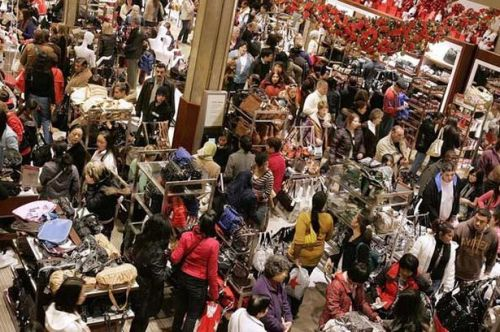 black-friday-shoppers-at-macy-s